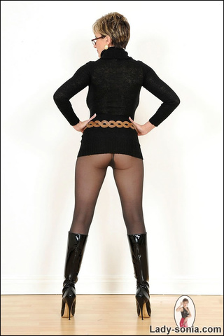 Lady sonia in tights